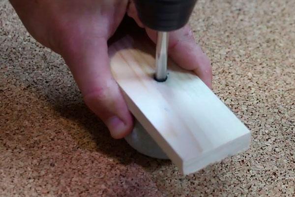 DIY tutorial maçaneta cabideiro com pedra rolada (5)