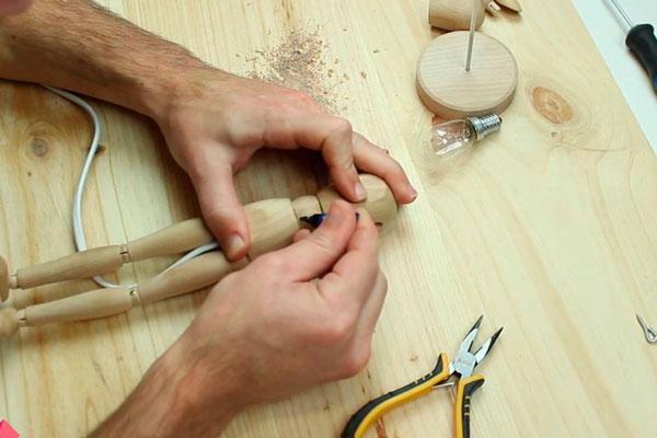 DIY-tutorial-luminária-boneco-manequim(5)