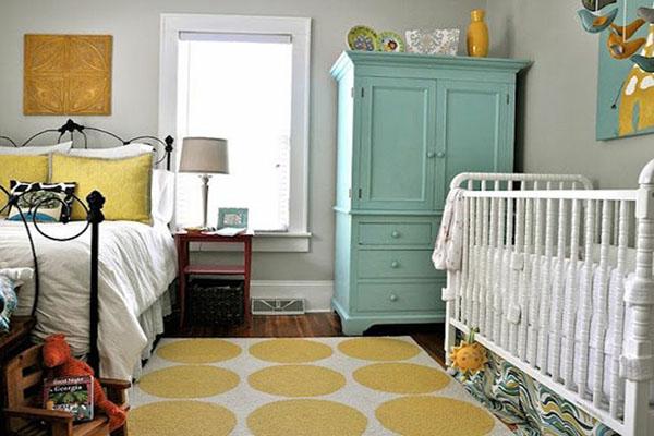 quarto de casal com bebê no quarto dos pais compartilhar o quarto com o bebê-3