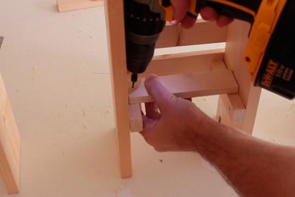 como-fazer-um-jardim-vertical-de-madeira-barato-5